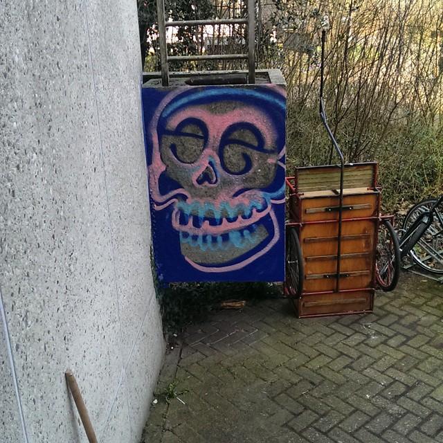 #streetartrio #streetart #skull #dutchstreetart #dutchgraffiti #instagraffiti #graffitieverywhere #fromthestreets #thisisstreetart #globalstreetart #klotterkultur #ilovebombing #vandalart #vandalism #publicart #streetgraff #streetartofficial #streetarteverywhere #urbanart #urbex #urbangraff #cityart #citystreetart #ilovegraffiti