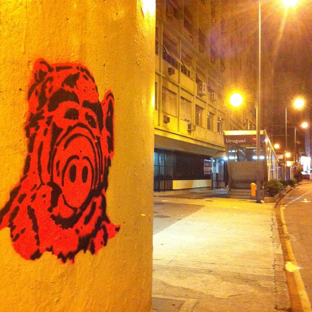 A.L.F the E.T!!!!! #Stencil #streetart #spraypaint #StencilArtRio #stencilgraffiti #streetartrio #graffitiart #graffiti #urbanart #Alf #TVSeries #instagraffiti #mtn94 #montanacolors #colorgin #stencilrevolution #stencils #olhesosmuros #RiodeJaneiro #RJ #tijuca