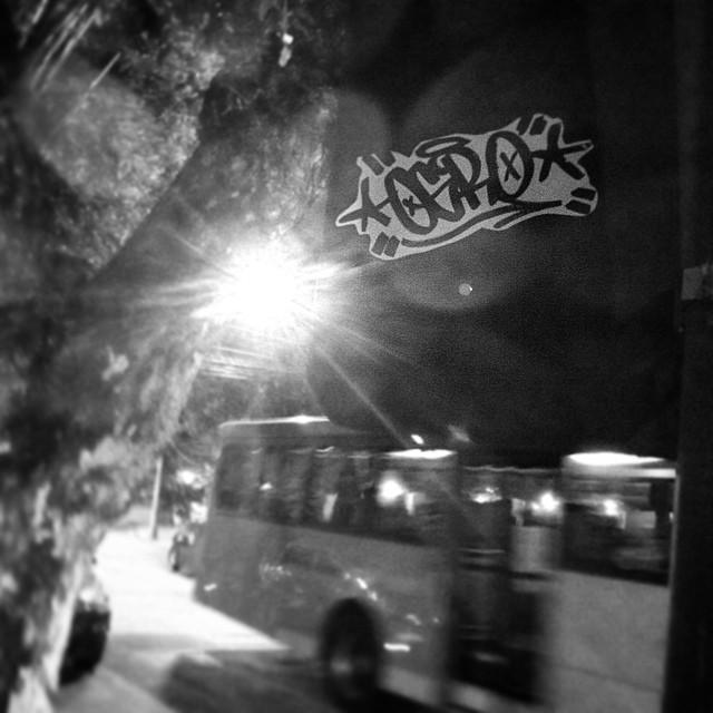 Aliviando o stress. #slap  #rjstickers #rjtags #rjvandal #stickertags #stickerporn #stickerphoto #stickerartist #instasticker #streetart #streetartrio #artederua #arteurbana #slaptags #urbanart #grapixo #xarpi #pissinonbabylon #placasrj #blackandwhite #errejota #zonanorte #brasil #ogro #ogrostyle
