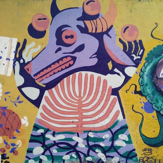 B O I Z I N #nrvo #streetartrio #streetart #graffitirio #tacalhepaunestecarrinhomarcos #boi