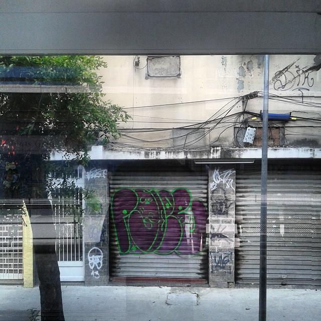 Brt penha 1 #carreirasolo #classicbomber #vandal #graffitivandal #bombingbrasil #rjvandal #tagsandthrows #welovebombing #poderafro #aucrew #streetartrio #artistasurbanoscrew #graffitirj