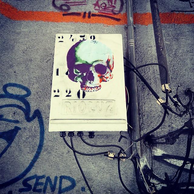 By @tadeunak. Rio de Janeiro. 25/02/2015 | vandalogy #StreetArt #StreetArtRio #riodejaneiro #rjvandal #graffiti #laranjeiras #tnak