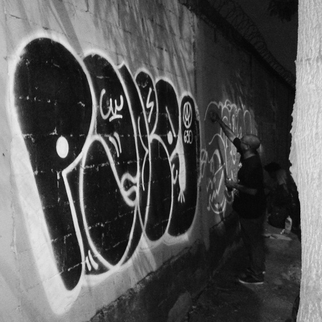 Com meus aliados Cruz Zagri Derrete. #ruasdazn #streetartrio #artistasurbanoscrew #estiloriginal #tagsandthrows #welovebombing #aucrew #classicbomber #graffitirj #graffiti #graffitivandal #bombingbrasil #rjvandal
