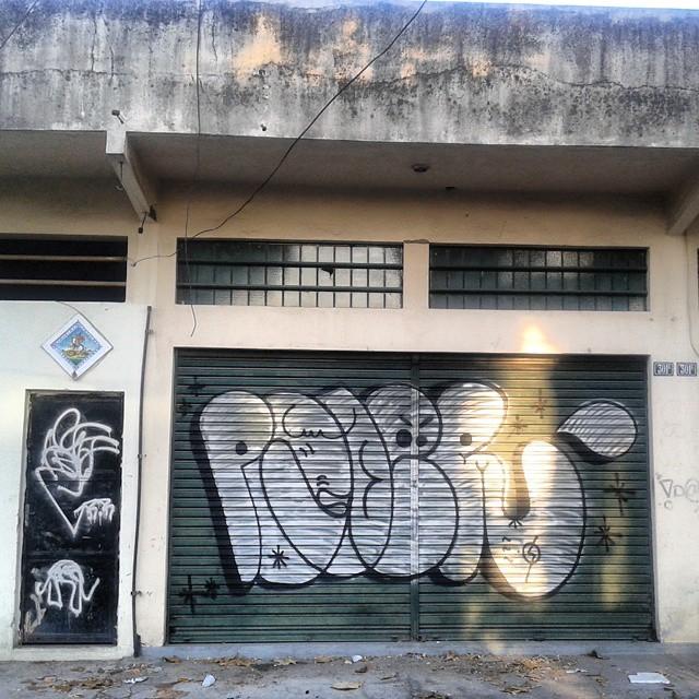 E.O estiloriginal #estiloriginal #carreirasolo #classicbomber #vandal #graffitivandal #bombingbrasil #rjvandal #tagsandthrows #welovebombing #poderafro #aucrew #streetartrio #artistasurbanoscrew #graffitirj