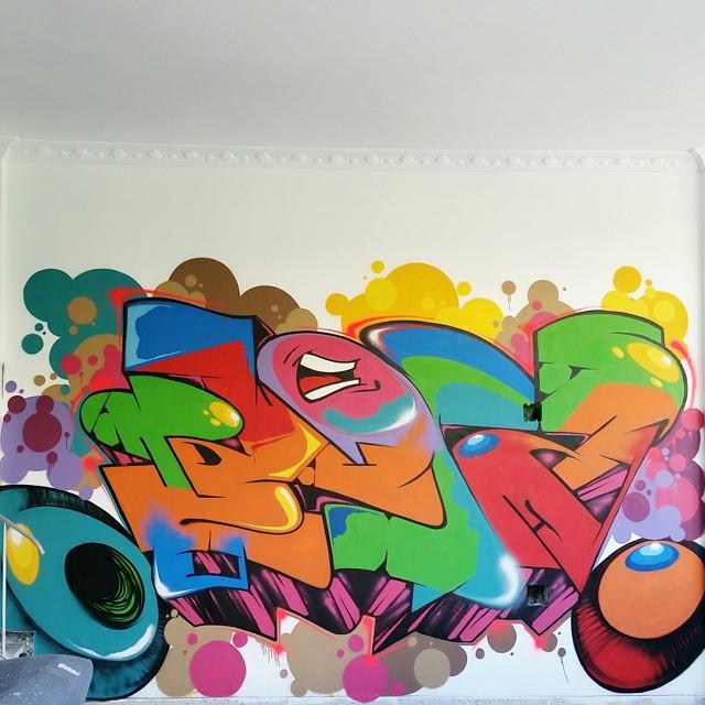 Full Piece . Uma das paredes do Hostel Maracanã . #BLOPA #graffiti #graffitiart #graffitiartist #streetart #art #arte #arteurbana #graffitikings #letters #weloveletters #SprayArt #graffitiwriter #vscocam #print #wildstyle #wildstylegraffiti #streetartrio #Writer #BlopaOne #instagraffiti #instagrafite