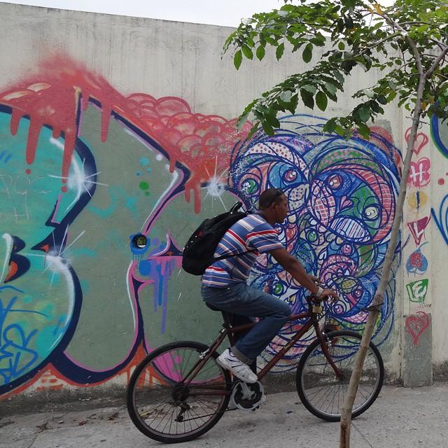 Graffiti art by @chicohilbe . #malocabr #streetartrio #graffitiart #urbanart #arteurbana #streetart #artederua