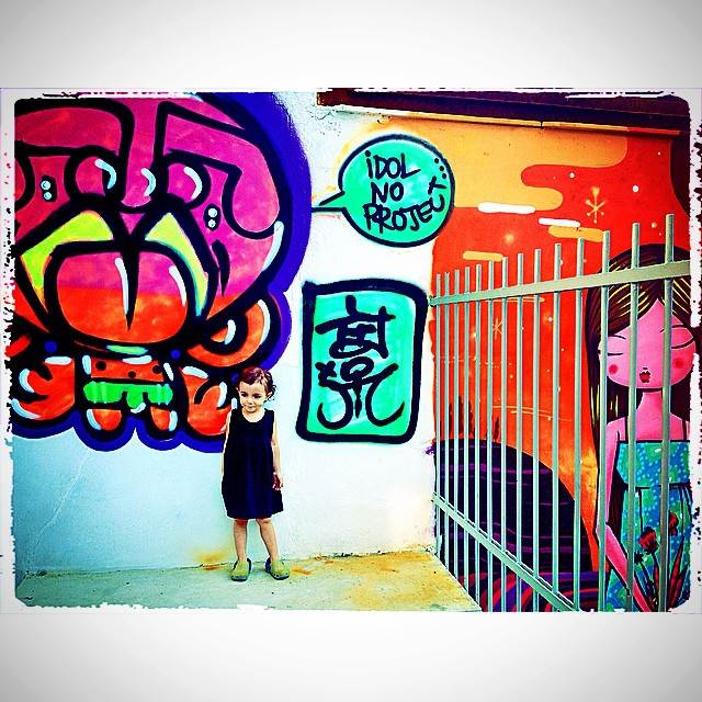 Holiday! #idolnokids #graffiti #djonereal @idolnoproject #pinkgirl #nibiru #rosinha & @tozfbc #jb #artcollective #idolno #artederua #arteurbana #streetart #streetartrio