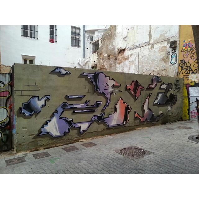 #InstaSize #instagraffiti #streetart #streetgraff #streetwriters #streetartrio #streetartist #streetarteverywhere #dutchstreetart #dutchgraffiti #hierendaar #fromthestreets #publicart #urbanart #urbangraff #urbanwalls #thisisstreetart #globalstreetart #klotter #ilovegraffiti #wallart #wallpainting #wallcolours #muralsonthewall #notjustwalls #valencia