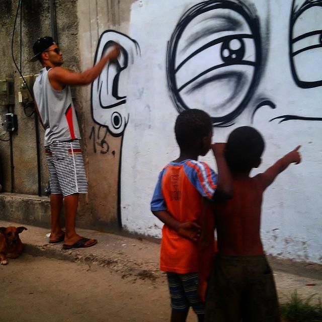 Maioridade penal? Será que você é EXEMPLO para as CRIANÇAS em sua volta? Será que o HÉROI da FAVELA é o mesmo do ASFALTO? feat Jean Poul #favela #somostodoscomplexo #somostodosfavela #graffiti #esperanca #naodesistimos #naluta #StreetArtRio #criancas #kids #children #paznaTerra #paz #021crew