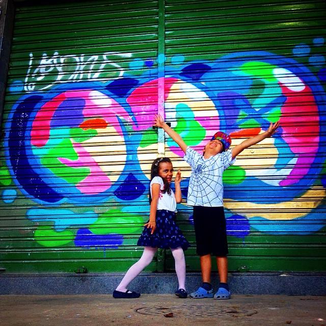Nina & David! No fim de tarde , fim de tinta , fim de semana , fim do mês , fim de ciclo... #streetartrio #jb #kids #djonereal #graffiti #bomber #no #idolno #bolt #xarpi