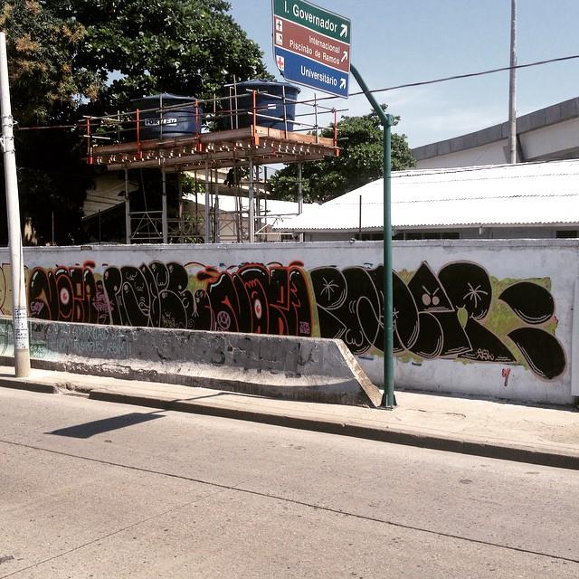Nobã x Poder x Nobã x Poder #avbrasil #bombing #thagsandthrows #throwup #rjvandal #streetartrio #vandal #ruasdazn #zonanorte #znrules #parqueunião #graffiti #throwups #ilovebomber #riograffiti #riodejaneiro #tintanosmuros #estamosnasruas #estilooriginal #irmãos #Nobã #poder 2015