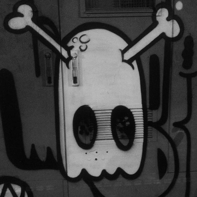Pra aliviar o stress. #rolenoturno #artistasurbanoscrew #ruasdazn #rjvandal #streetartrio #bomb #tagsandthrows #throwup #throwupz #bombing #lazer #writers #streetwriters #graffitiwriters #graffiti #globalgraffiti #urbanart #artederua #toxicgraffiti #madrugada #spraypaint #zonanorte #znrules 2015