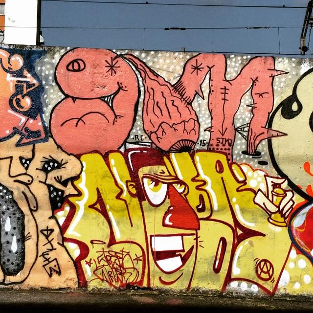 Rua Leopoldina Rego - Muro da Supervia - Rio de Janeiro-RJ Brasil Artista: ???? #graffiti #graffitiart #graffitiwall #streetculture #streetphotography #streetstyle #urbanart #spraypaint #graffitirio #StreetArtRio #muros #artederua #streetart #arteurbana #welovestreetart #mural #streetartfiles #graffart #graffittigers #spraypaint #graff #wallart #olheosmuros #loves_street_art #graffitilegends #streetartofficial #streetarteverywhere #streetartistry #stickerart