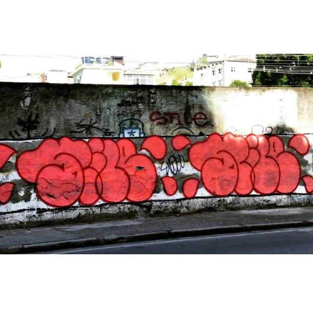 Rua Leopoldina Rego - Muro da Supervia - Rio de Janeiro-RJ Brasil #graffiti #graffitiart #graffitiwall #streetculture #streetphotography #streetstyle #urbanart #spraypaint #graffitirio #StreetArtRio #muros #artederua #streetart #arteurbana #welovestreetart #mural #streetartfiles #graffart #graffittigers #spraypaint #graff #wallart #olheosmuros #loves_street_art #graffitilegends #streetartofficial #streetarteverywhere #streetartistry