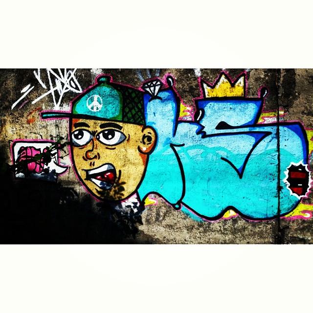 Rua Leopoldina Rego - Muro da Supervia - Rio de Janeiro-RJ Brasil #graffiti #graffitiart #graffitiwall #streetculture #streetstyle #urbanart #spraypaint #graffitirio #StreetArtRio #muros #artederua #streetart #arteurbana #welovestreetart #mural #streetartfiles #graffart #spraypaint #graff #wallart #olheosmuros #loves_street_art #graffitilegends #streetartofficial #streetartistry #stickerart #urbanwalls #instagraffiti #spraycanart #graffitiporn