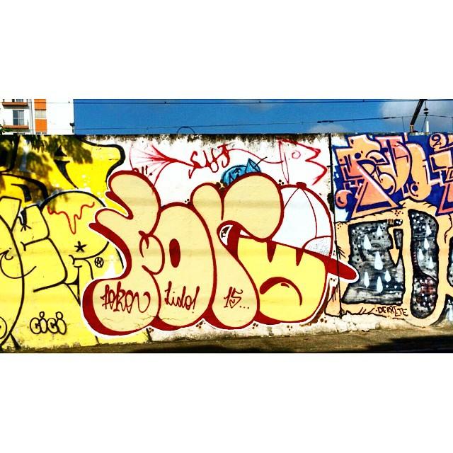 Rua Leopoldina Rego - Muro da Supervia - Rio de Janeiro-RJ Brasil #graffiti #graffitiart #streetphotography #streetstyle #urbanart #spraypaint #graffitirio #StreetArtRio #muros #artederua #streetart #arteurbana #welovestreetart #mural #streetartfiles #graffart #graffittigers #spraypaint #graff #wallart #olheosmuros #loves_street_art #graffitilegends #streetartofficial #streetarteverywhere #streetartistry #stickerart #urbanwalls #instagraffiti #spraycanart #graffitiporn