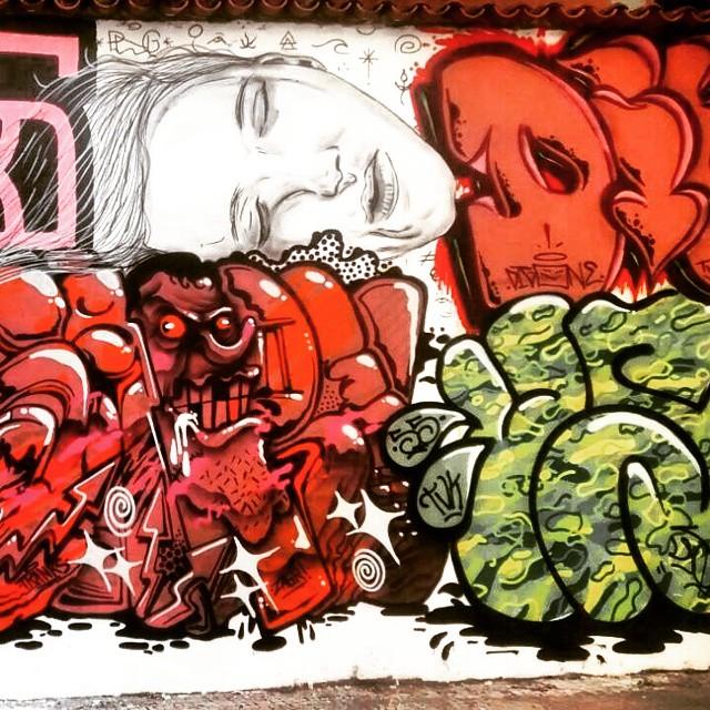 So maluco doido envolvido kkk #tagsandthrows #welovebombing #ilovebombing #throwup #throwie #trauape #loveletters #handstyle #graffitilife #graffitisavedmylife #12ozprophet #besidecolors #streetart #streetartrio #rjvandal #naoevandalmasfodase #vandaloeogoverno #55 #tudo5 #tamovivocaraio