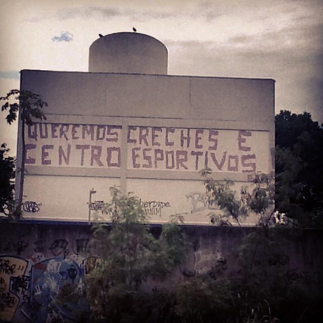 Só queremos o que é nosso de direito! ( linha do trem- jacarezinho-RJ-Brasil). #rj #instagraffiti #graffiti #graffite #artederua #art #artist #urbanart #graffitibrazil #graffitebrazil #loveart #spraypaint #streetart #freestyle #graffitirj #graffrio #rua #mtn #hiphop #streetartrio #ruasdazn #tafaltandomuro