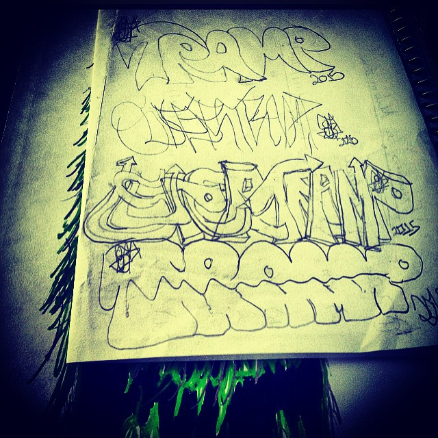 Some shitty throwies during the class #art #drawing #pencil #sketch #sketchbook #blackbook #blackandwhite #dstramp #supertramp #intothewild #streetart #graffiti #graffitilovers #ingf #streetartrio #muralsdaily #aerosolcollective #rjvandal #niteroi #rj #underground #urbanart #throwup #bomb #welovestreetart #lettering #class #mathematicaleconomics #tags