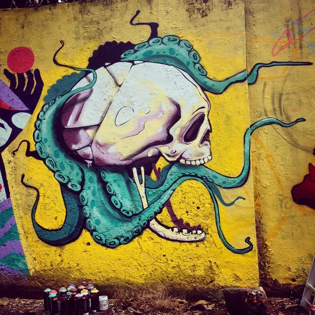 Wip - com a família #graffiti #streetart #streetartrio #paint #graffiti #skull #octopus #fame #nrvo #betofame #fameone