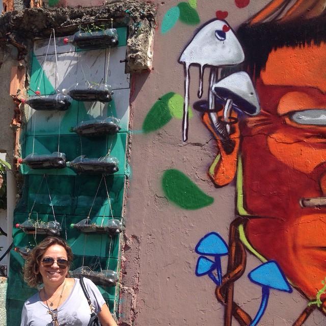 ...ali onde se faz arte, se planta o verde e a esperança, o estado faz guerra, cruel e opressora. Até qdo a gente se cala? #FAVELASEMPRE #SOSCPX #streetartrio #grafite