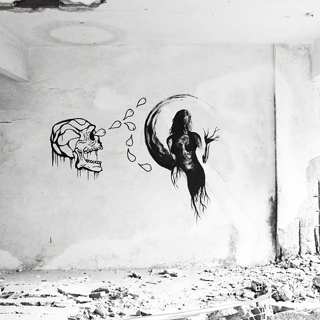 mais uma do hotel #ink #painting #streetart #streetartrio #graffiti #mural #drawing #paintingday #abandoned #moon #paint #black #art #artoftheday #roots #skull #woman #blackink #me #lady #death #black #blackandwhite #mystic #monster #wall #hotel #riodejaneiro #rj