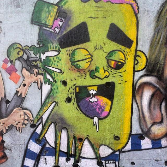 Desintegrando... #streetartrio #Arte #Alfa #AlfaArtista #Graffiti #Pintura #rua #Verde #cores #amor #Zumbi #Persona #mylifestyle #mylove