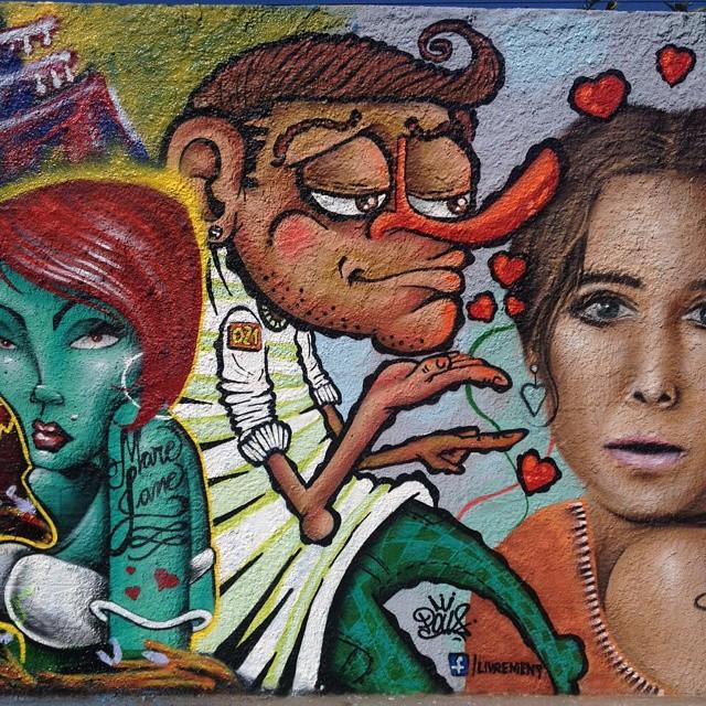 Mando um Beijo para todas as Mulheres desse Brasil ... O Verdadeiro Homem admira a Personalidade Feminina . @Worldofpencils @street.art.videos @instagrafite @graffitifont @artesemfronteiras @spraydaily @graffiti_Legendz @artesemfronteiras @topgraffiti #urbanart #streetart #art #mural #spratx #elgraffiti #streetartrio #graffitiart #graffiti #riodejaneiro #tags #tagsandthrows #throwsup #throwsupz #bombing #bomb #grafite #rj #artist #artoftheday #arturbana #artderua #rua #graffitiwall #sprayart #vandal #graffiti_legendz #instagrafitti