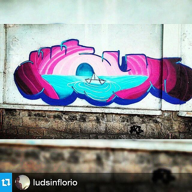 Foto por @ludsinflorio ・・・ Olhe os muros, valorize a arte, fortaleça o movimento. Use #CamposStreetArt ・・・ Crédito ao artista: é o artista ou conhece quem fez a arte? Comenta ai! ・・・ #Arte #Graffiti #streetart #artederua #artenarua #olheosmuros #asruasfalam #graffitiart #instagraffiti #streetarteverywhere #streetartphotography #streetartrio #streetartist #streetartbrazil #graffitilifestyle #graffitiart #tintanaparede #CamposCity #CamposRJ #camposdosgoytacazes #RJ