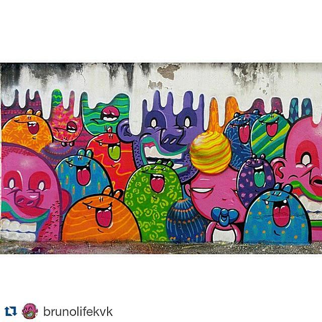 Grandes @brunolifekvk e @tozfbc reunidos em um muro em Santa Teresa. #Repost @brunolifekvk ・・・ Em família! Com o mestre @tozfbc , em santa teresa. #kovokcrew #streetartrio #graffiti #arturbana #kovok #kobrapaintbrasil #kobrapaint #fleshbeckcrew