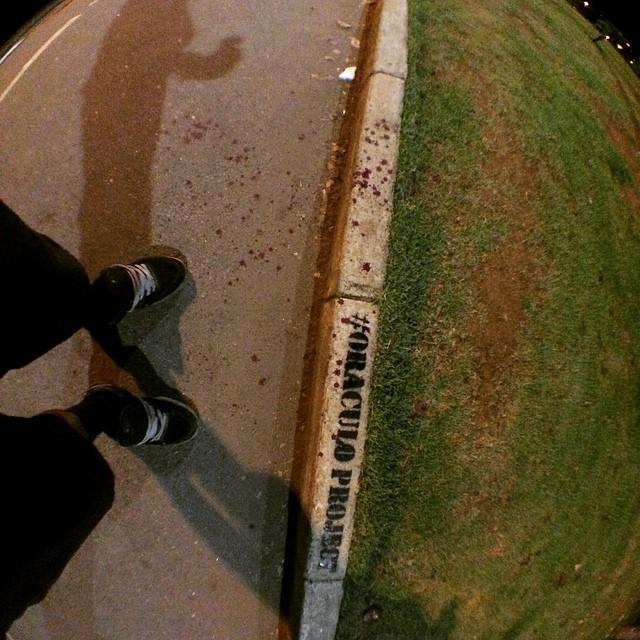 #oraculoproject #artederua #arteurbana #urbanart #streetart #streetartist #streetartrio #urbanwalls #grafite #graffiti #intervenção #intervention #escultura #sculpture #arvoresangrando #bleedingtree #sadtree #blood #sangue #love #nature #natureza #mothernature #brazil #riodejaneiro