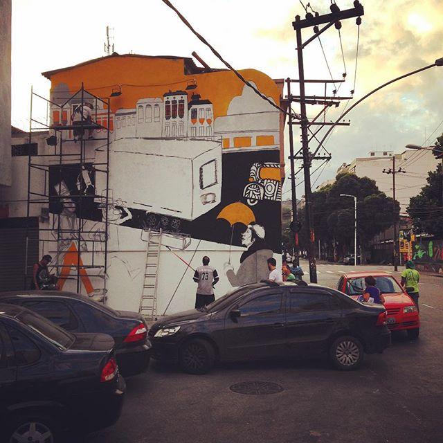 O bairro da tijuca ganhando mais cor e resgatando a sua memória. #cazesawaya #efixis #paper #birita #bigwall #streetartrio #streetart #streetartphoto #artederua #disposicao
