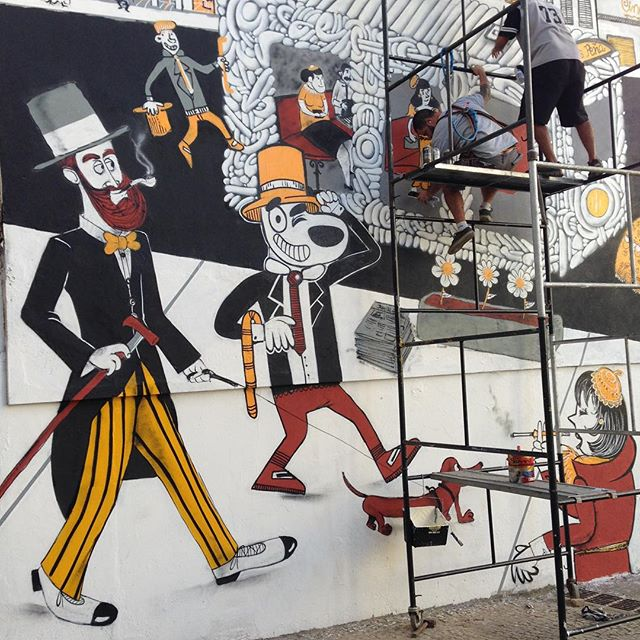 O bonde esta passando!!!! Se segura malandragem. Heehhe #rioantigo #bonde #ruauruguai #tijukistan #tijuca #cazesawaya #birita #efixis #streetartrio #streetart #streetartphoto