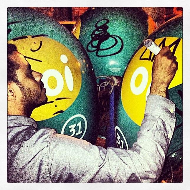 #TBT @gaisama distribuindo alguns autógrafos no #BG #berlotag #streetartrio
