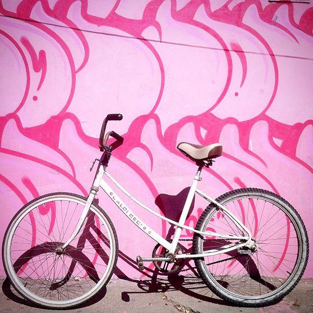 #bomb #bike #ilovemybike #graffiti #sonbil #ilovebombing #ruasdazn #vádebike #ceci #lifestyle #streetartrio #nyfatcap