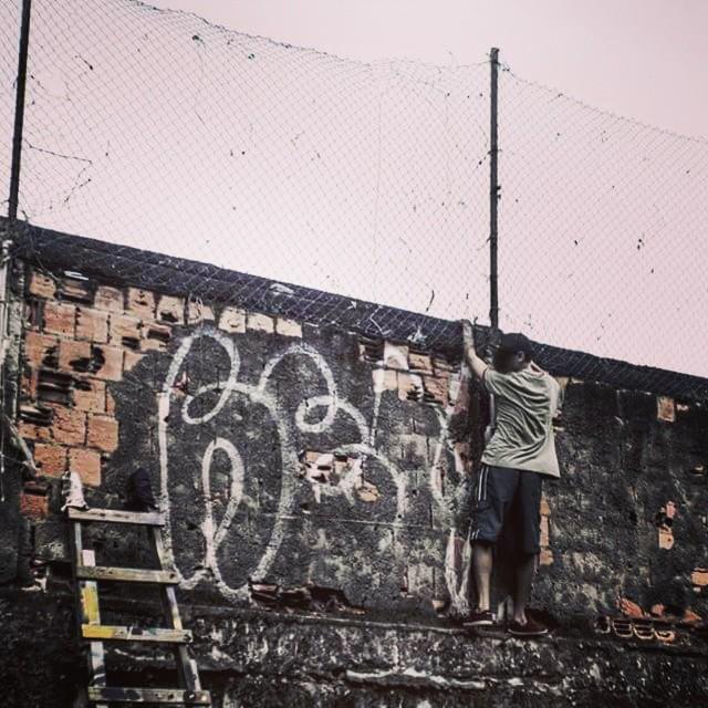 #bomb #vandal #graffiti #vidigal #stencilart #streetartrio #riodejaneiro #spray #murotaalto #ilovebomb #welovebombing