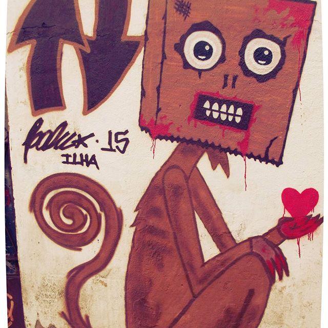 Bato no peito porque represento a Ilha !!! #urbanart #arteurbana #graffiti #bomb #throwup #xarpi #xarpirj #pixo #tag #riodejaneiro #hotmonkeylove #macacos #macacoquente #hotmonkey #amantesdotraçooculto #novaera #streetartrio #vandalovers #colorginarteurbana
