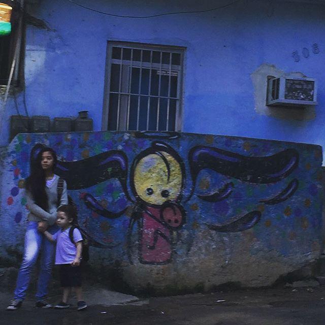 By @warkrocinha #warkrocinha #streetart #streetartrio #motherandchild #riostreetart #streetartbrasil #streetartbrazil #rsa_graffiti #graffitiworld #dsb_graffiti #graffitibrasil #graffitibrazil #graffiti #art