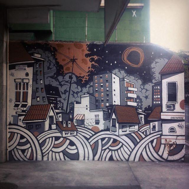 Em meio a greve, com a participação do meu mano veio @marceloeco ! Um salve também ao @venturaventura e chicão #cidade #city #tijuca #arquitetura #archtecture #streetart #streetartrio #house #casas #urbano #ilustração #bomb #surto #fame #fameone #nrvo #betofame