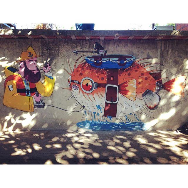 O sonho de todo pescador é controlar os peixes. #fishman #fish #blowfish #pescador #barbudinho #cazesawaya #caze #sketchwall #streetart #streetartrio #niteroi #nikiti #pescador