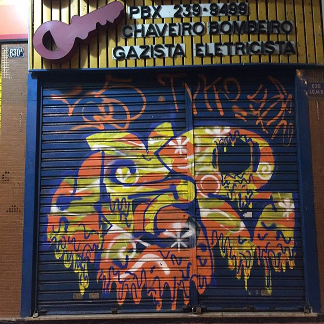 Por: @sr_eu55 #streetartrio #streetart #graffiti #graffitiart #art #riodejaneiro #tags #tagsandthrows #throwsup #throwsupz #bombing #bomb #grafite #artist #artoftheday #arteurbana #rj #urbanart #artederua #rua #graffitiwall #sprayart #vandal #galeriaceuaberto #olheosmuros #bombingbrasil #graffitirio #art #makeart