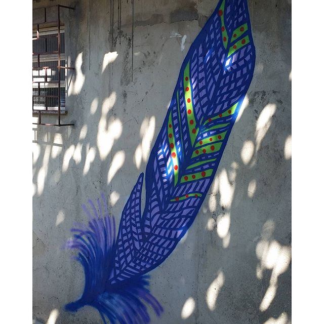 #art #instaart #feather #featherart #streetart #streetartrio #graffitti #blue
