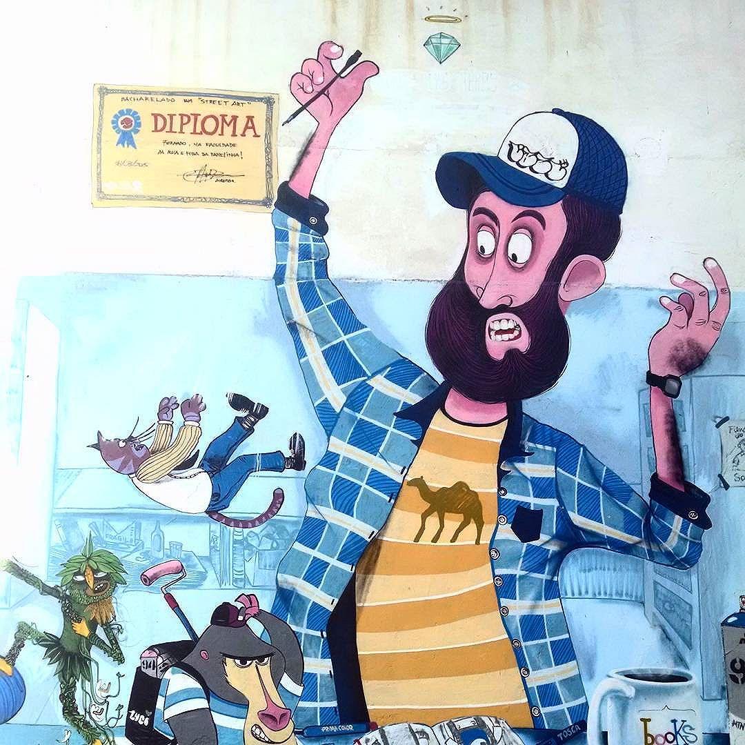 """Bacharelado de """"Street Art"""" #FaculdadeDaRua #primacolor #tosca #books #luco"""