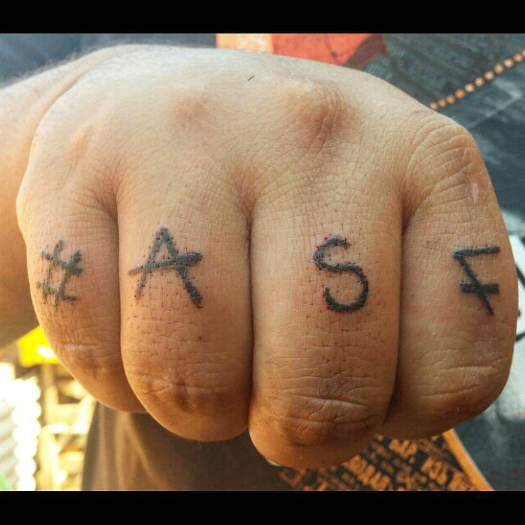 Estudo de linhas nos meus dedos. #ASF #UNC #UniaoNacionalCrew #tatuagem #tatoos #artenapele #tag #assinatura #graffiti #streetartrio #Galerio #instagraffiti #rjvandal #Rj