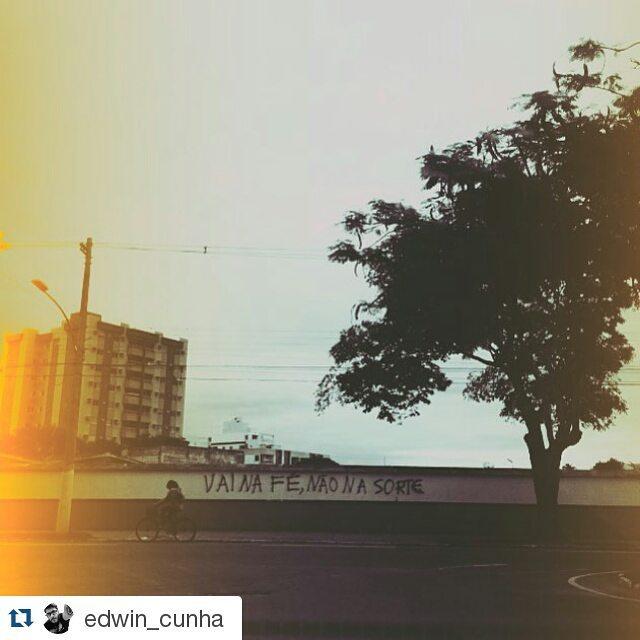 Foto por @edwin_cunha ・・ ・ Olhe os muros, valorize a arte, fortaleça o movimento. Use #CamposStreetArt ・・・ Crédito ao artista: é o artista ou conhece quem fez a arte? Comenta ai! ・・・ #Arte #Graffiti #streetart #artederua #artenarua #olheosmuros #asruasfalam #graffitiart #instagraffiti #streetarteverywhere #streetartphotography #streetartrio #streetartist #streetartbrazil #graffitilifestyle #graffitiart #tintanaparede #CamposCity #CamposRJ  #camposdosgoytacazes #RJ
