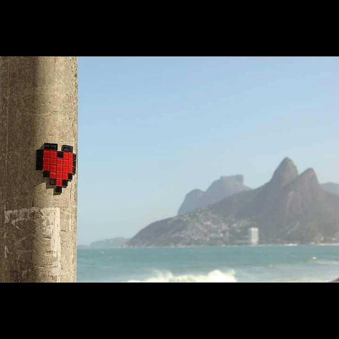 > Heart-attack (loading... Ipanema...) #heartbitch #heartattack #pixelheart #pixelart #8bitch #8bitchproject #streetartrio #rioetc #streetart #videogames #getalife #life #arpoador #ipanema