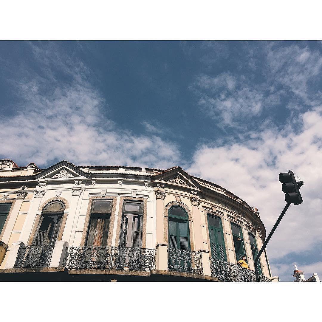 Looking.... #vscocam #vsco #vscobrasil #iphoneonly #iphone6 #streetphotography #streetartrio #lavradio