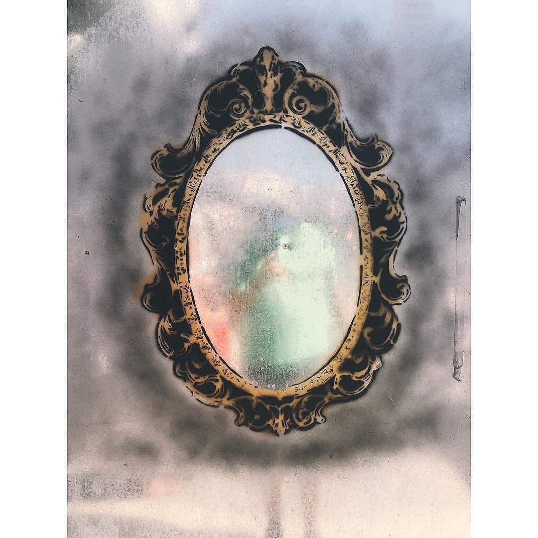 Mirror #vscocam #vsco #vscobrasil #iphoneonly #iphone6 #streetphotography #streetartrio #lavradio