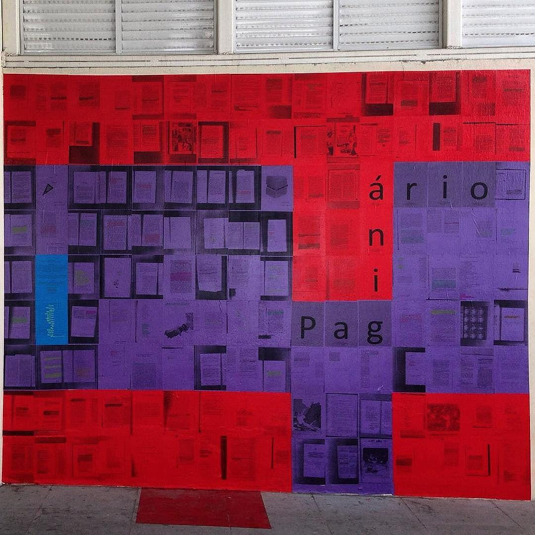 Novo mural! Esse fica no terraço do @imperator_oficial, no Méier. Páginas enviadas e marcadas por mais de vinte pessoas. Foto de @bruno_coqueiro. #paginario #imperator #meier #zonanorte #zonanorteetc #literatura #arte #riodejaneiro #rioguiaoficial #intervencao #streetart #streetartrio #artrua #art #MuralsDaily #porainorio #021 #errejota #muralfestival #ingf