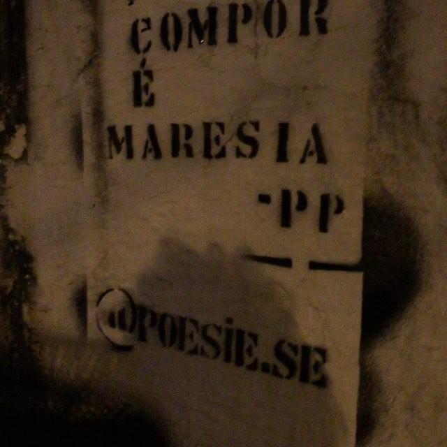 o último. #poesia #amor #zonaoeste #poesiese #arte #stencil #graffiti #paz #streetart #streetartist #love #rua #art #riodejaneiro #rj #urban #walls #zo #maisamorporfavor #estencil #brasil #brazil #montanacolors #colorgin #estencil #arteurbana #rio #vida #like #streetartrio